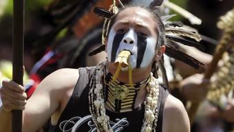 Christian Titman bei einem früheren Auftritt, bei dem er Stammesschmuck getragen hatte