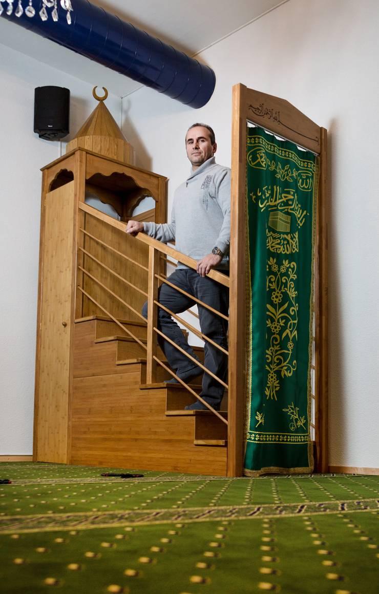 Murseli Ibraimov, Vize-Präsident des islamisch-albanischen Vereins Kirchdorf in den neuen Räumlichkeiten der Moschee Kirchdorf