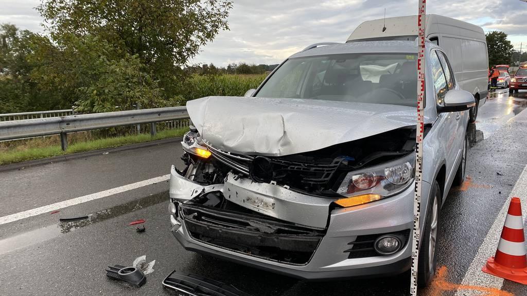 In den Unfall waren drei Autos involviert.