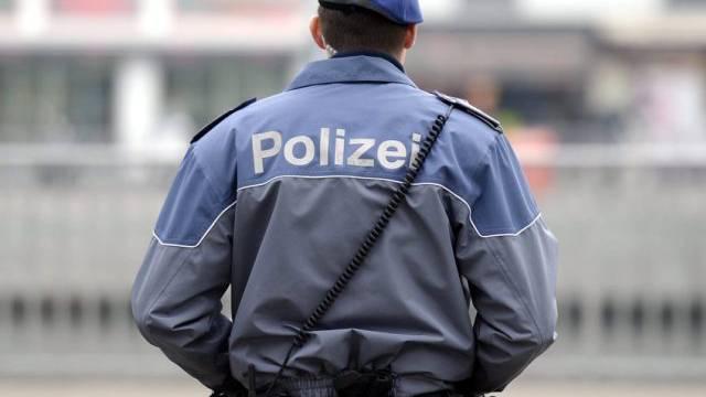 Ein Zürcher Stadtpolizist vor der Hauptwache Urania (Symbolbild)