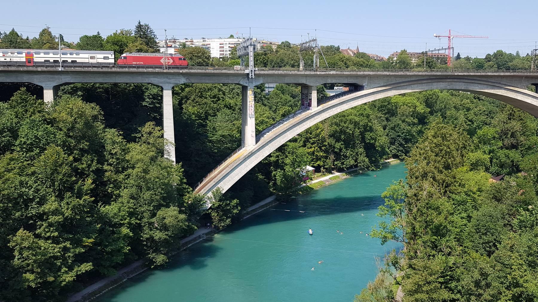 Bern_Aare_Baden_SBB_Brücke_rb1