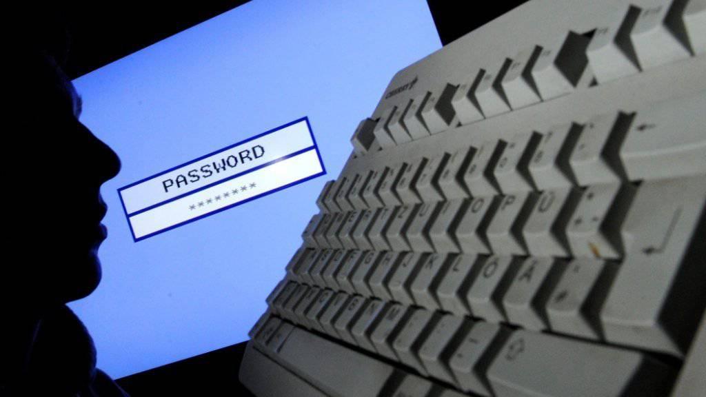 Das Überwachungsgesetz BÜPF ist auf der Zielgeraden. National- und Ständerat haben sich darauf geeinigt, dass Telefonranddaten nicht länger aufbewahrt werden. (Symbolbild)