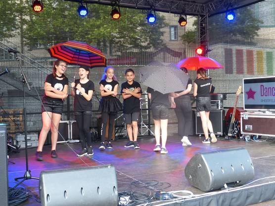"""Impressionen vom HörmalRhein in Rheinfelden:""""Dance Kids"""" aus Rheinfelden/Schweiz."""