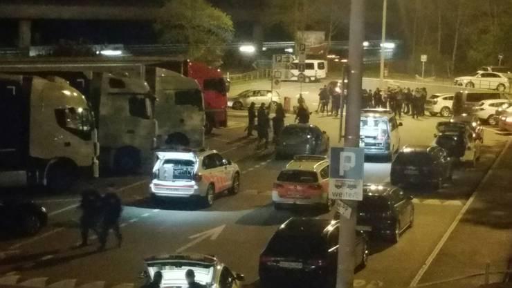 Bei einem Zwischenhalt auf der Raststätte Würenlos griffen im April 2017 sogenannte Fans des FC Sion den Reisebus der FC Servette-Fans an.