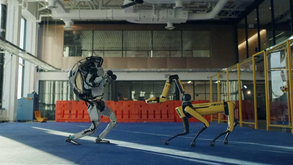Roboter von Boston Dynamics schwingen das Tanzbein