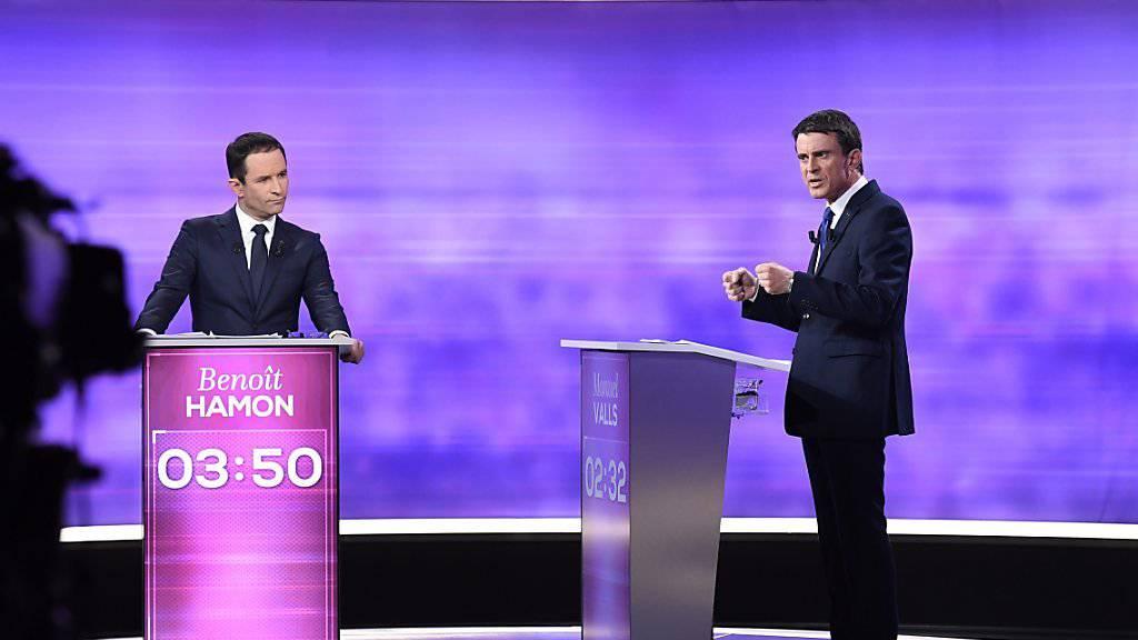 Die zwei verbleibenden Kandidaten der französischen Linken im TV-Duell: Benoît Hamon (links) und Manuel Valls debattieren vor der Stichwahl.