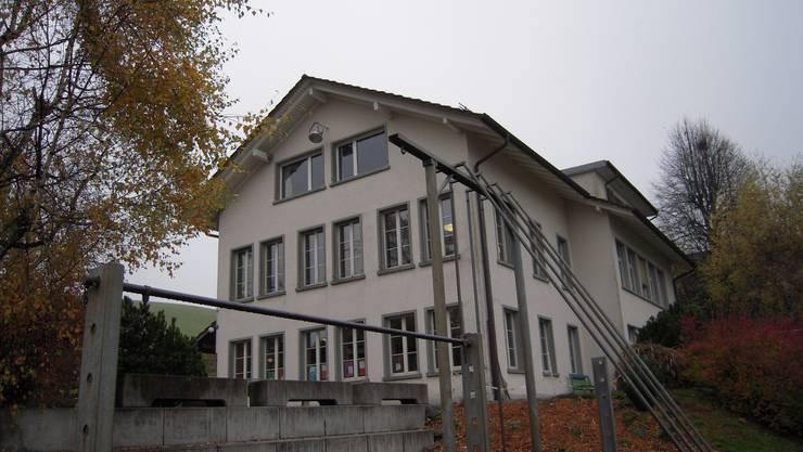 Schulhaus Auswil: Hier werden ab nächstem Schuljahr nur noch die Erst- bis Viertklässler unterrichtet
