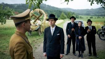 Georg Elser (gespielt von Christian Friedel) muss miterleben, wie die Nazis in seinem Dorf die Macht übernehmen. Nur er hat den Mut, sich zu widersetzen
