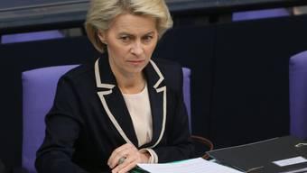 Die deutsche Verteidigungsministerin Ursula von der Leyen hofft, dass sie sich die Pferde-Choreografie zur Eröffnung der Reit-EM merken kann (Archiv)