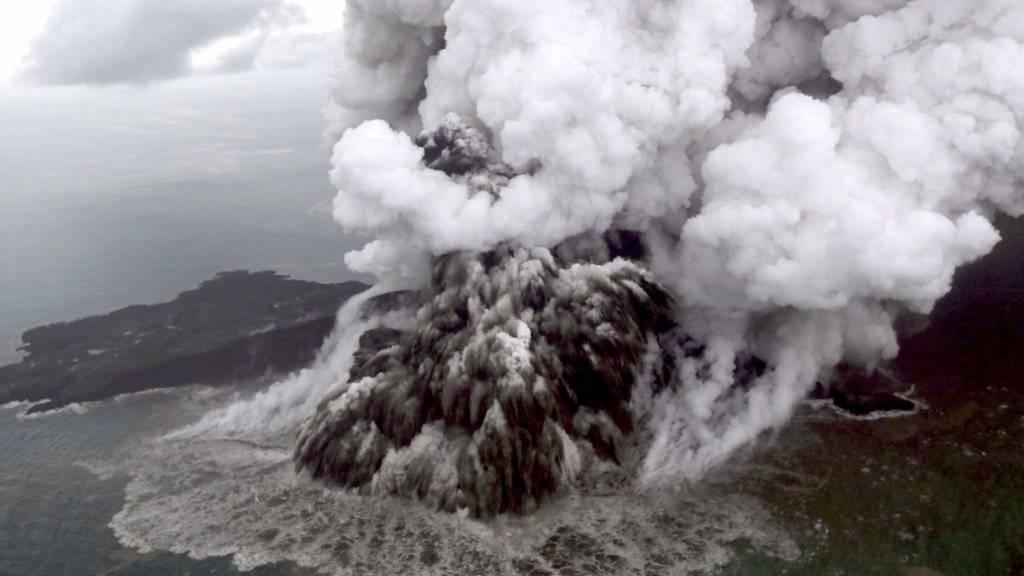 Erhöhte Warnstufe: Vulkan Anak Krakatau in der Sundastrasse in Indonesien.