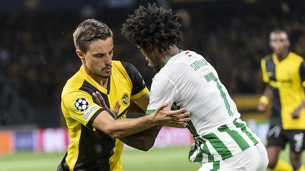 Das Hinspiel in Bern war hart umkämpft. Hier YBs Quentin Maceiras gegen Ferencvaros' Wergiton Somalia.