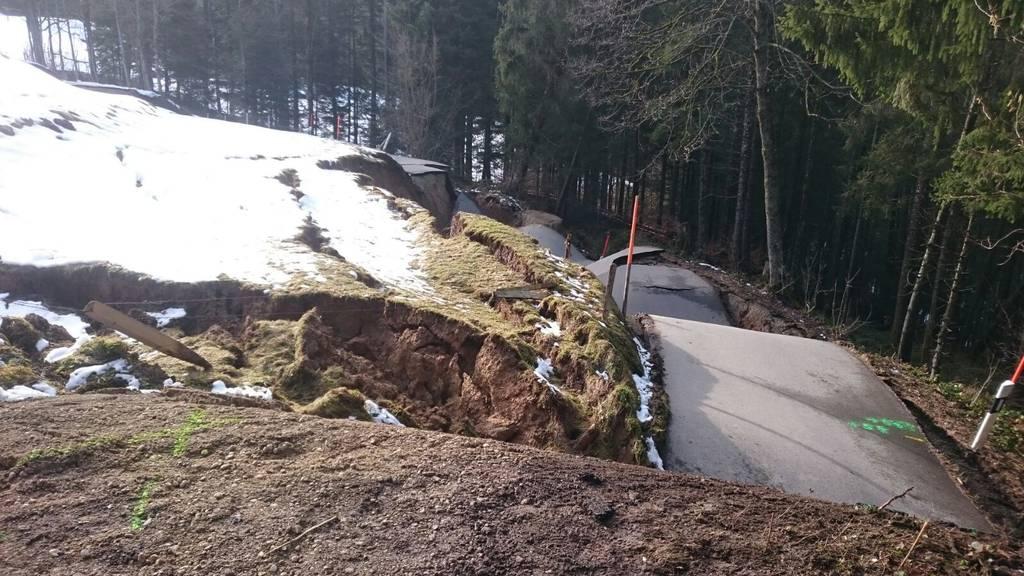 So sah die Strasse kurz nach dem Erdrutsch aus. (Bild: zVg)