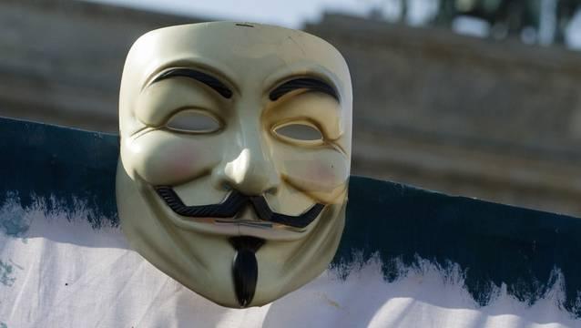 """Der """"Mann mit der weissen Maske"""" sei laut der Stadt Uster nur erfunden gewesen. (Symbolbild)"""
