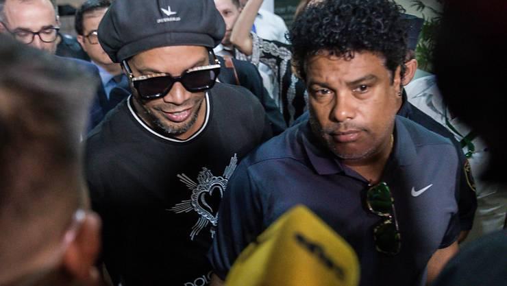 Der frühere brasilianische Fussballstar Ronaldinho und sein Bruder Roberto de Assis sind nach Brasilien zurückgekehrt. Sie sassen wegen gefälschten Pässen längere Zeit in Paraguay in Haft.