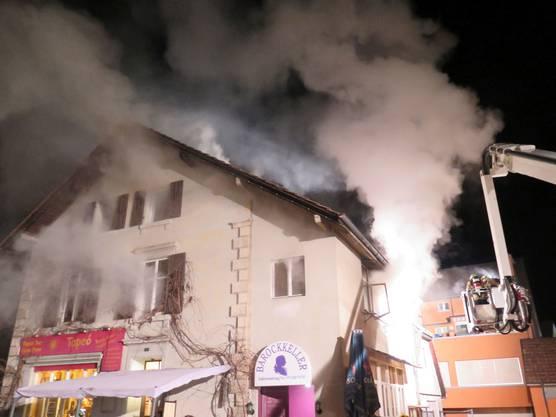 Die Feuerwehr hatte das Feuer schnell unter Kontrolle, trotzdem entstand erheblicher Sachschaden.