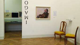 Soll dem Literaturnobelpreisträger gar nicht gefallen haben Hodlers Porträt von Carl Spitteler. Rechts daneben eine Arbeit von Irene Maag, die sich mit Spittelers Frauenbild auseinandersetzt