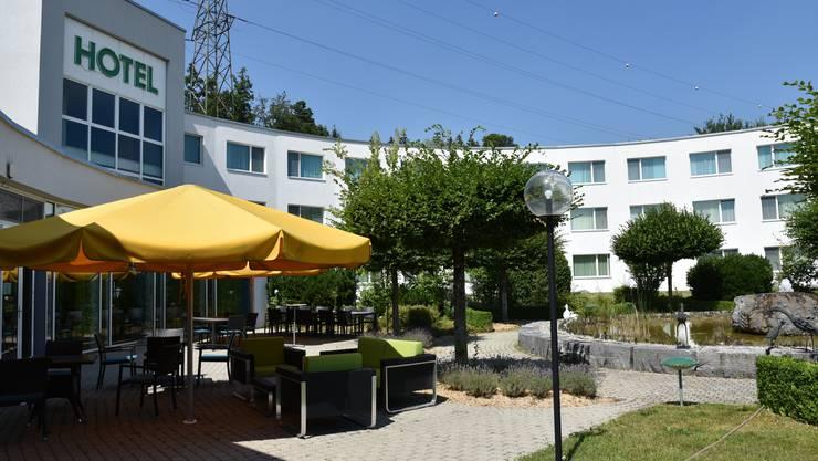 Zur Raststätte Grauholz gehören verschiedene Betriebe. Darunter auch ein Hotel. Das bleibt geöffnet, denn eine Beherbergung gehört zum Grundauftrag der Raststätte.
