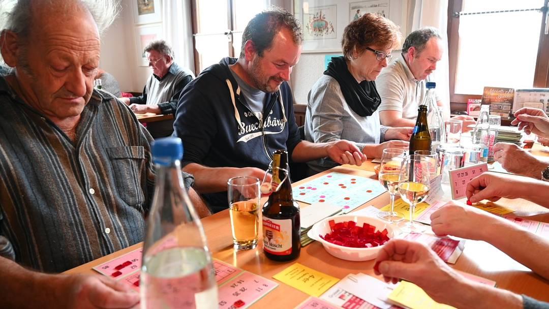 Geballte Spannung, Trostpreise und Glückszahlen: Lottomatch-Stimmung im Buechibärg