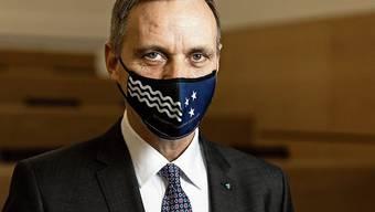Will nicht länger zuwarten: Gesundheitsdirektor Jean-Pierre Gallati mit Aargauer Maske.