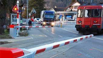Bei der OeBB-Station Thalbrücke ist die ganze Sicherungsanlage des Bahnübergangs erneuert worden.