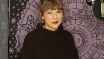 """Die US-Sängerin Taylor Swift hat bei den diesjährigen American Music Awards abgeräumt. Sie wurde in der Top-Sparte als """"Künstlerin des Jahres"""" ausgezeichnet."""