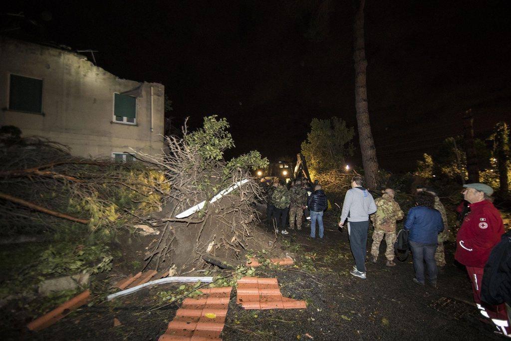 In Cesano wurde ein 64-Jähriger von einem Baum getötet. (© Keystone/EPA/Massimo Percossi)