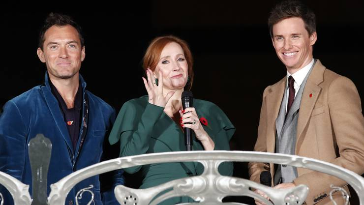 An der Filmpremiere: «Harry Potter»-Erfinderin J.K. Rowling mit ihren «Fantastic Beasts»-Helden Jude Law (links) und Eddie Redmayne.