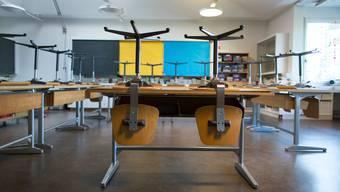 Kein Unterricht im Klassenzimmer bis Ende Januar: Zwei Klassen der Oberstufe Bad Zurzach müssen in Quarantäne. (Symbolbild)