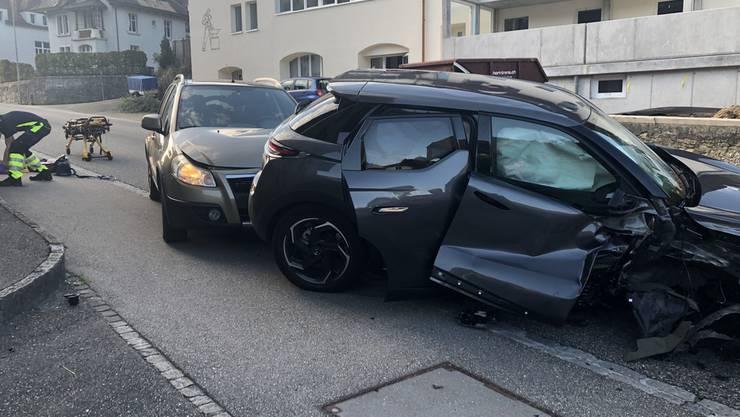 Die Beifahrerin des unfallverursachenden Fahrzeuges verletzte sich durch die Kollision mittelschwer.
