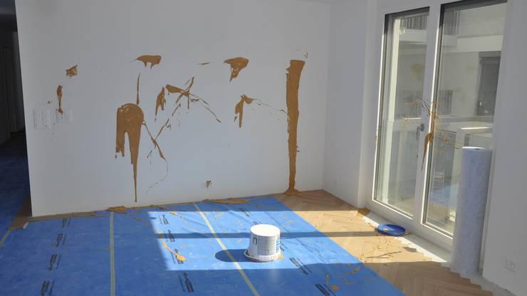 ... und bespritzten frisch gestrichene Wände mit Leim.