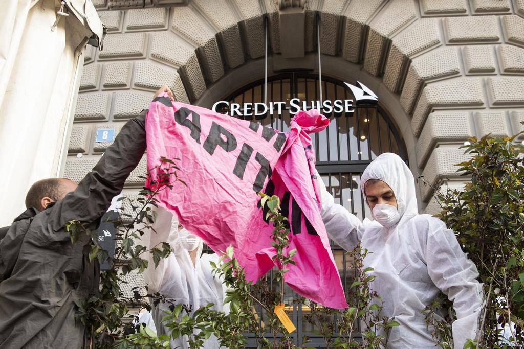 Klimaaktivisten vor Banken (© Keystone)