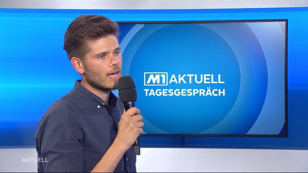 Rolf Schmid vom «Netzwerk Asyl Aargau» über Aktion für Flüchtlinge vor der Grossratssitzung