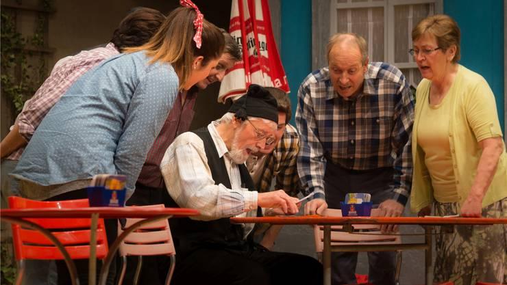 Viel Aufregung um einen kleinen Umschlag: Das Laientheater Zufikon brachte das Publikum kräftig zum Lachen. Dominic Kobelt