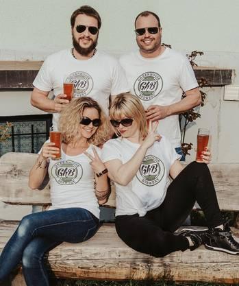 Das Team der Greenhouse Brewery: Roland und Martin Hofmann (hinten, v.l.), mit Chantal Hofmann-Maier und Bea Hofmann (vorne, v.l.).