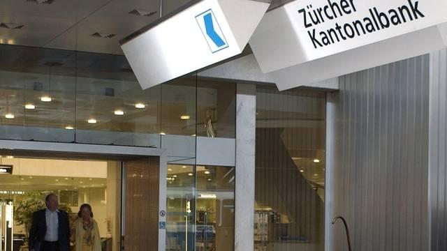 Eingang des ZKB-Hauptsitzes in Zürich