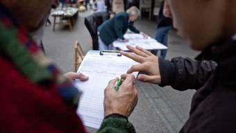 Unterschriften sammeln geht im Moment nicht.