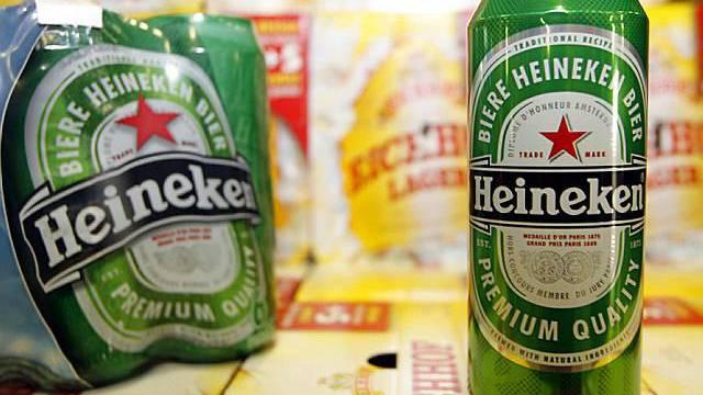 Biertrinken wird teurer (Archiv)