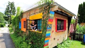 Auf dem Campingplatz in Dittingen wohnen einige Menschen das ganze Jahr über, zum Beispiel Elvira Hänggi, die seit drei Jahren hier lebt.  Fotos: Kenneth Nars
