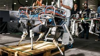 Ein Roboter der ETH Zürich am Industrietag der Schweizer Robotic in Lausanne. Schweizer Technologie ist im Ausland begehrt.Christian Beutler/Keystone