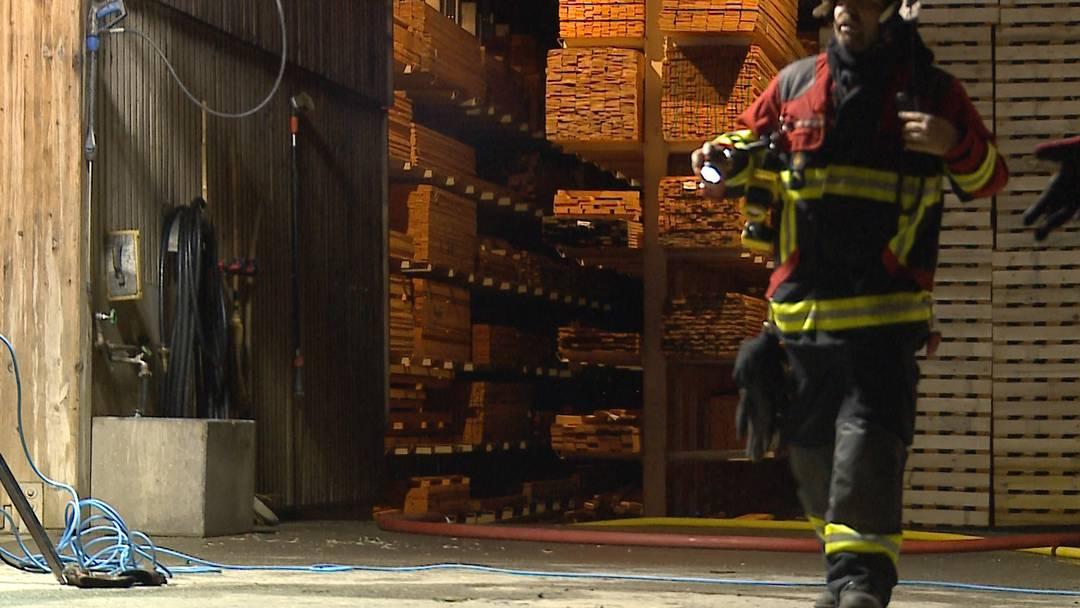 Merenschwand: Feuerwehr verhindert Grossbrand in Kistenfabrik