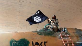 Geht der IS schon bald mit wehenden Fahnen unter? Die Terror-Gruppe kämpft mit finanziellen Problemen. (Archivbild)