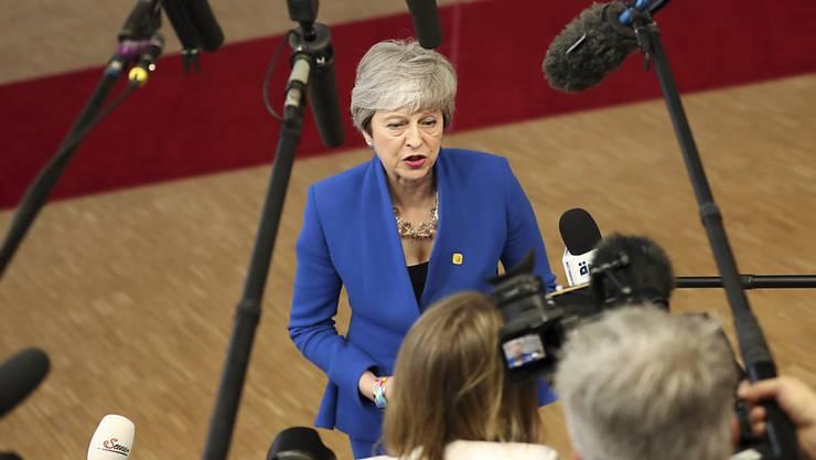Theresa May taktiert seit Monaten und verkauft die Haut der Briten so teuer wie nur möglich.