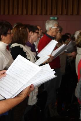 Noten lesen udn anstreichen, Wichtiges hervorheben, Aussprach eudn Intonation wollen beim Chorsingen geübt sein