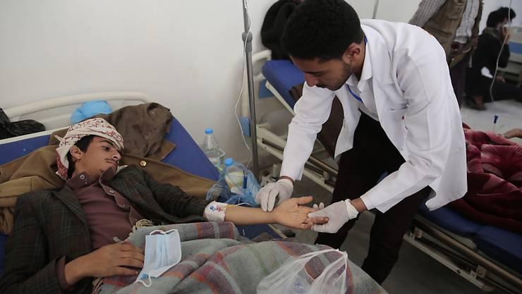 In Jemen breitet sich die Cholera rasant aus. Tausende von neuen Verdachtsfällen wurden den lokalen Behörden gemeldet.