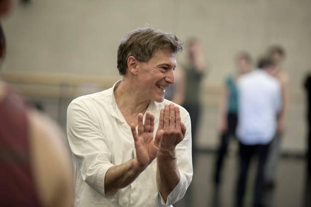 «Ich habe den Ruf, Klassik nicht zu mögen, aber das ist nicht wahr», sagt Martin Schläpfer. Als schaffender Künstler drücke er aus, was uns heute bewegt - hier bei einer Probe zu «Petite Messe solennelle».