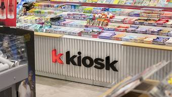 Der Täter forderte von der Kioskfrau in Neuenhof Bargeld. (Symbolbild)