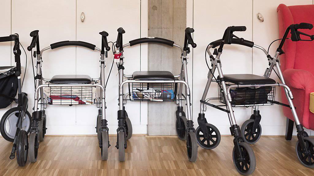 Die Kantone fordern, dass die Langzeitpflege einbezogen wird, wenn ambulante und stationäre Leistungen einheitlich finanziert werden. Damit sollen die steigenden Kosten gerechter verteilt werden. (Themenbild)