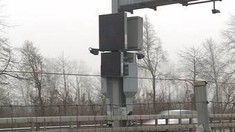Auf der A1 bei Oberbuchsiten wurden letztes Jahr weniger Geschwindigkeitssünder geblitzt. Grund: An einigen Tagen war der Blitzkasten abgeschaltet.