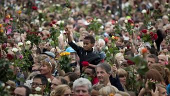 Rosenmarsch in Oslo zum Gedenken der Opfer