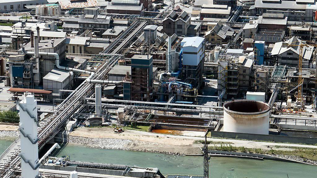 Im Werk des Chemieunternehmens Lonza in Visp ist am Mittwoch um 6.50 Uhr Salpetersäure ausgetreten. Für die Bevölkerung bestand keine Gefahr. (Archivbild)